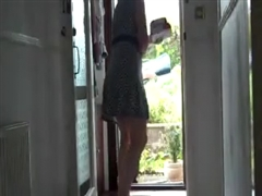 Kinky Woman Flashes Nude to the Delivery Boy
