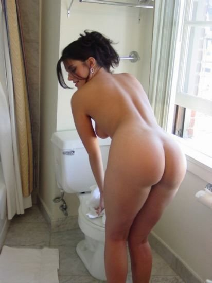Mature Naked Photo Hot Wife Shows Her Nice Ass