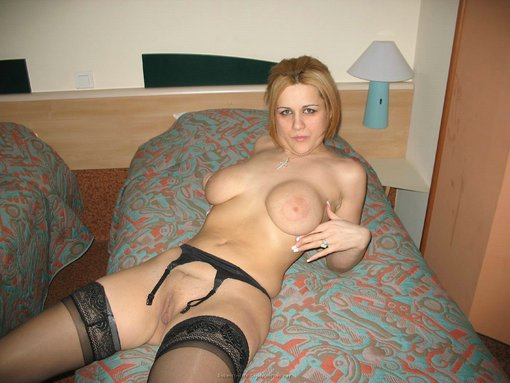 Mature Naked Picture Beautiful Busty Wife Nude On Bed