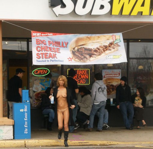 Woman Flashes Nude at Subway